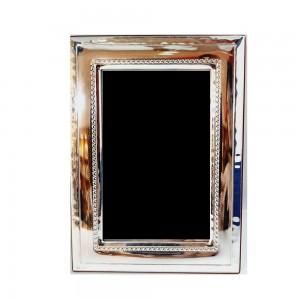 Ασημένια Κορνίζα Με Σκάλισμα Στο Εσωτερικό της Κορνίζας 13x18 (P2243)